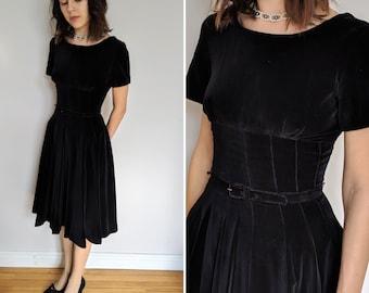 8ba1a7c4067427 1950 s black velour Giselle dress