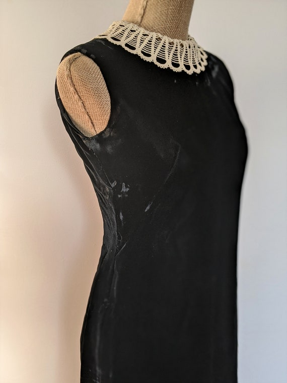 1960's lace collar velvet dress - image 3