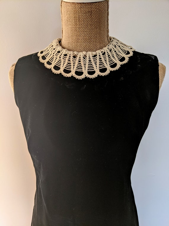 1960's lace collar velvet dress - image 6