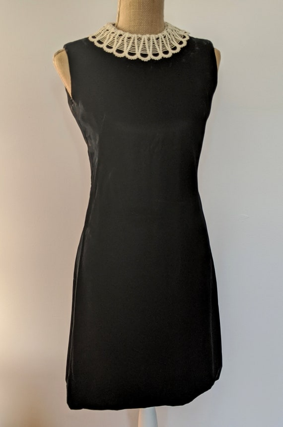 1960's lace collar velvet dress - image 2