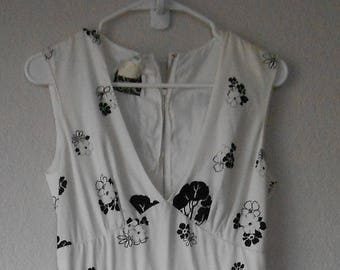 Vintage miss Elliette California women's sleeveless empire waist dress/black white floral pattern/size M