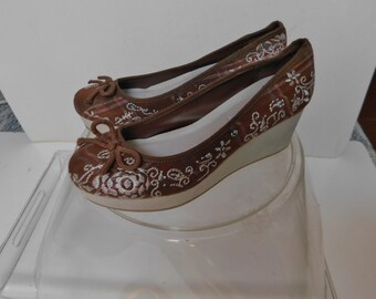076afb6490 American Eagle women's brown canvas wedge heel espadrilles/floral  embroidery over checker/size 8.5