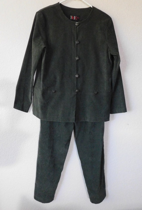 1990's R & K women's two piece pant suit/olive gre