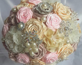 bridal bouquet,handmade brooch bouquet,Bridesmaid Bouquets,Campagne, blush,Tan, Ivory, Brooch, Maid of Honor, Pearls,Crystals,Vintage Style
