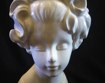 """head vase 7 1/2"""" very pretty vintage in great condition 1960's Velco 10929A"""