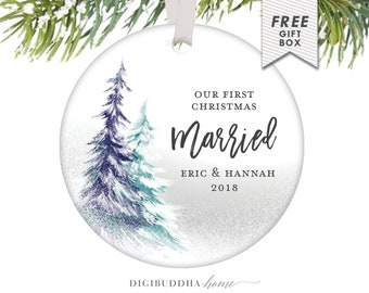 Our First Christmas Married Gift for Newlywed Couple, Best Wedding Gifts for Couple Personalized Christmas Ornament Mr and Mrs 1st Married