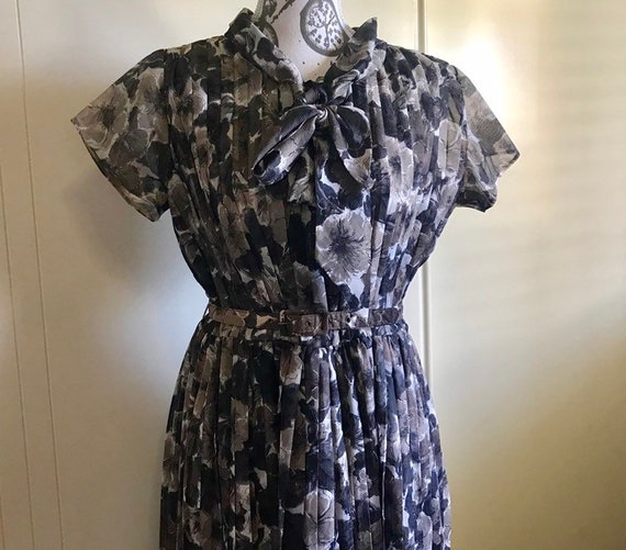 Vintage 1950s chiffon floral dress