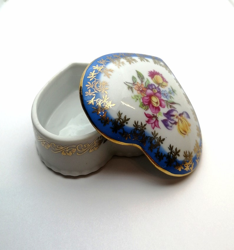 Flower drawing Porcelain jewelry box .Germany .Vintage of /'60