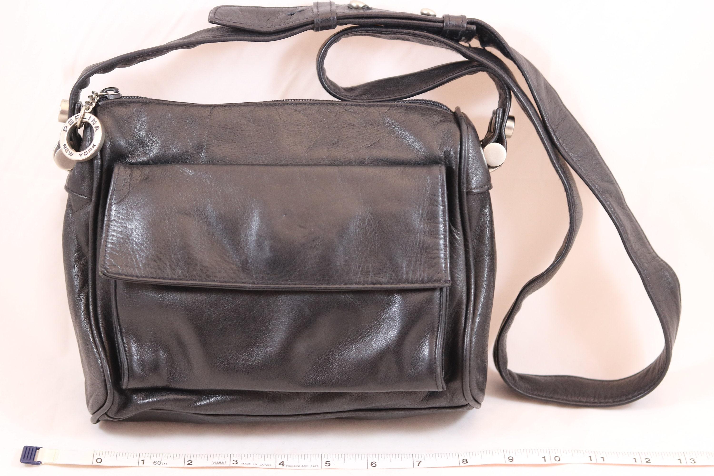 Vintage PERLINA New York Black Leather Baguette Shoulder Purse Handbag  Zipper Closure Adjustable Strap Magnetic Snap