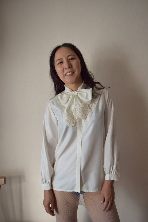 Classic Japanese Vintage Bow Blouse Embroidered El
