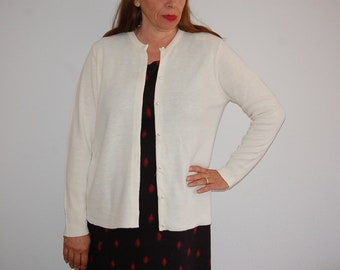 Sweater - Light weight - pearl buttons - off white - small size