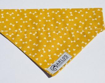 Foulard jaune chien géométrique