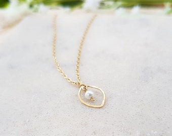 09bee9dee6 Leaf Necklace in 14K Gold Filled,Silver or Rose Gold,Dainty Handmade  Necklace,Everyday,Simple,Birthday,Wedding,Bridesmaid Jewelry,Pearl
