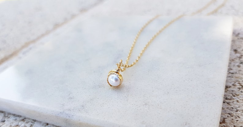 Dainty Pearl Necklace on 14k Gold Filled,Simple Pearl Necklace,Single,Silver or Rose Gold Chain,Delicate,Everyday Necklace,Dainty Pendant