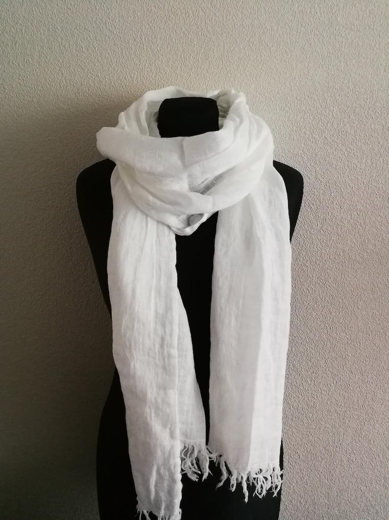 856b498d23cf Foulard en lin blanc écharpe lin adoucie lin longue écharpe