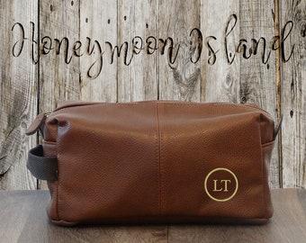 c1a7436459b Mens Toiletry Bag - Personalised Gift for Groomsmen - Groomsman Gift -  Groomsmen Dopp Kit - Gift for Him - Travel Bag - Shaving Kit Bag