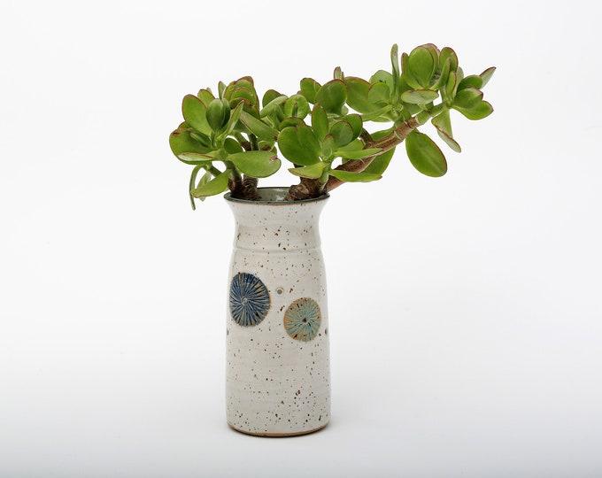 minimalist vase puss flower