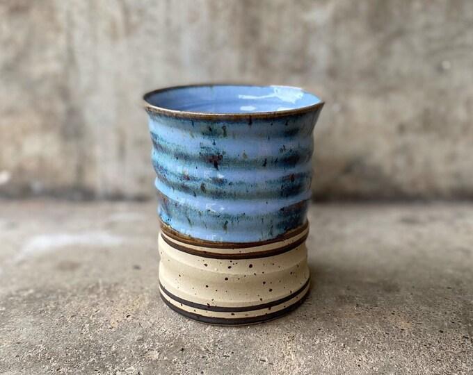 Handgetöpferter Becher blau aus Keramik Steinzeug