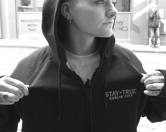 YOGI STAY TRUE high neck zip hoodie
