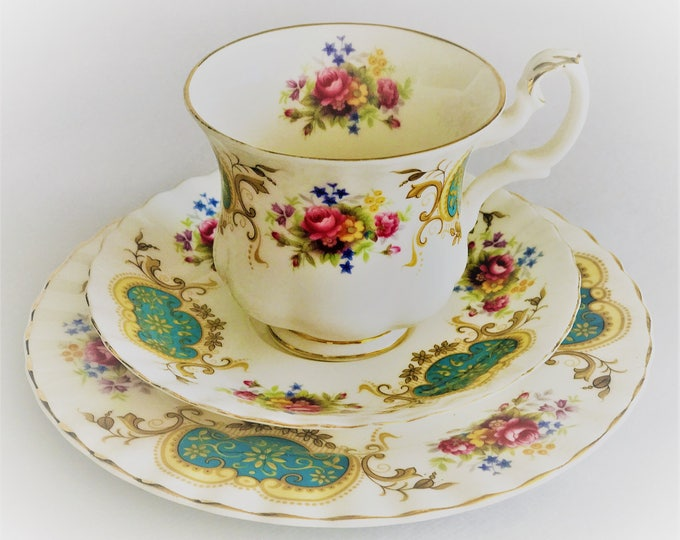 Trio-cup/saucer/sideplate Royal Albert Bone China Berkeley.