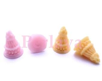 4 small REF1048 resin ice cream cones