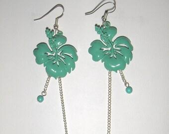 Vintage green metal earrings/ Leaf shape earrings/ Retro costume jewellery/ 4 inches drop down earrings