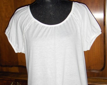 KAPPAHL vintage white T-shirt with short sleeves/ Women's top with lace and bottom embroidery/ Size 10-12 US, 40-42 EUR blouse