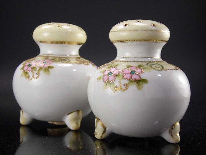 Rare Antique Japanese Nippon Hand Painted Moriage Gold Trim Floral Scroll Fine Bone China Ceramic Salt /& Pepper Shaker Set Made in Japan