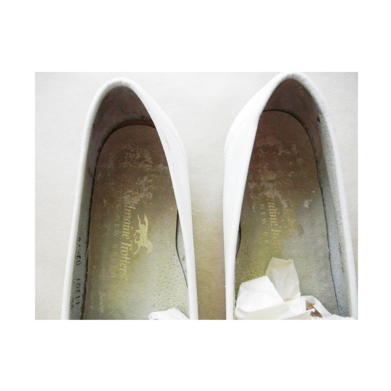 Vintage Oldmaine Trotters White Leather Loafers  Size 9.5  Excellent