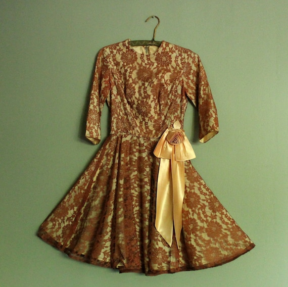 Vintage 1950s 50s Brown Lace Wow Halter Formal Party Dress