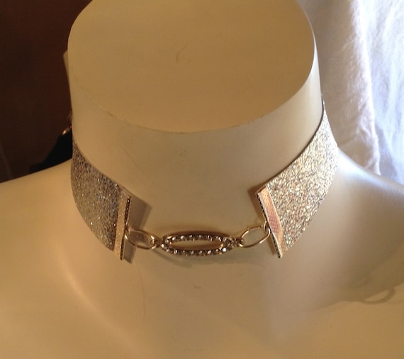 Metallic silver leather choker with Oval pendant