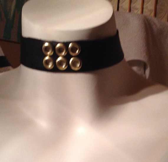Diane, leather eyelet  choker