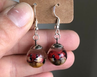 Kawaii baby crab clay sculpures in resin aquarium earrings, tiny handmade crabfish in tiny biosphere with sterling silver earhooks
