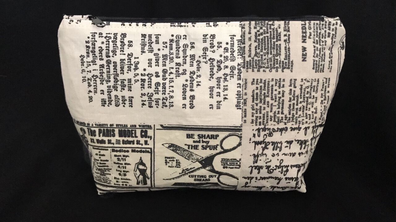 Cosmetic bag Newspaper gr. L Makeup Bag Beauty case