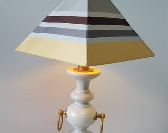 Chique French table lamp - Please see full description for shipping fee.