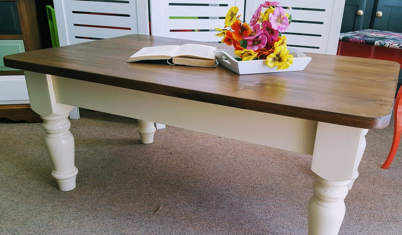 Solid Pine Coffee Table.Beautiful Painted Solid Pine Coffee Table Please See Full Description For Shipping Fees