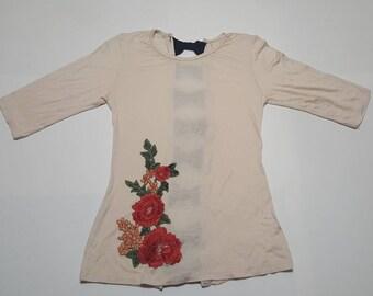 Bonita blusa para mujer con bordado.