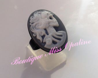 Skeleton woman resin Adjustable ring
