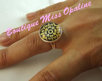 Ring adjustable glass dome cabochon oriental pattern