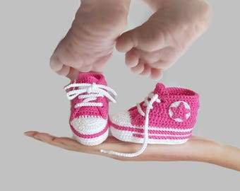 Crochet pink baby girl shoes, pink baby shoes, girls' shoes, crochet baby shoes, crochet converse, newborn shoes, baby shoes, toddler shoes