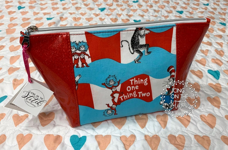 Thing 1 Thing 2 Red Glitter Peek A Boo Makeup Bag / Red image 0