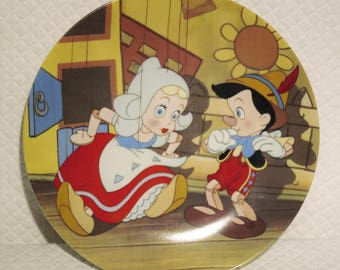 Walt Disneys Pinocchio Collectors Plate by Edwin M. Knowles. Produced in 1990, the 4th plate in the series.