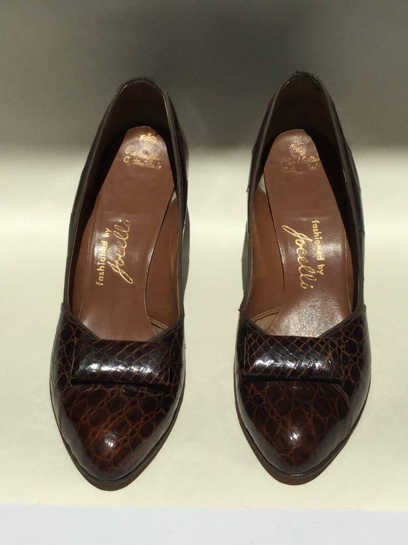 8426b6e3b574a Brown leather 1940s pumps