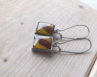 Boucles d'oreilles pendantes boucles d'oreilles de couleur jaune moutarde , bijou bois et résine, crochets d'oreilles, bijou bois
