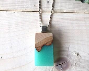 Collier en bois recyclé et résine bleu océan, turquoise