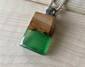 wood and resin red necklace