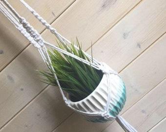 Jardinière en macramé blanche