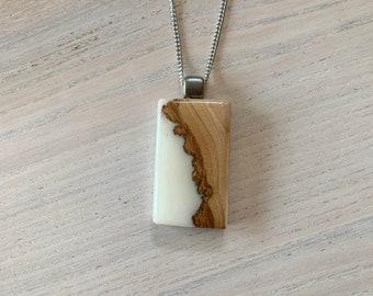 Bijou en résine et bois recyclé , collier bois et résine blanche, bijou en bois, nature,  bijou bois et résine, cadeau original,