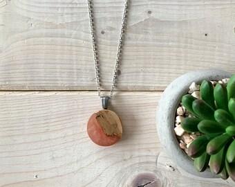 Collier rose poudré , collier bois et résine, bijou en bois, bijou dusty rose, inspiration nature,  bijou bois et résine, bohème,