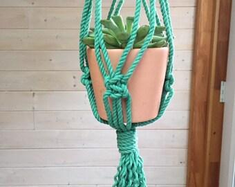 Jardinière suspendue en macramé verte